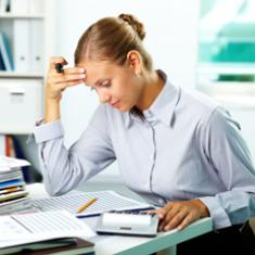 Bürokraft mit Office-Anwendung